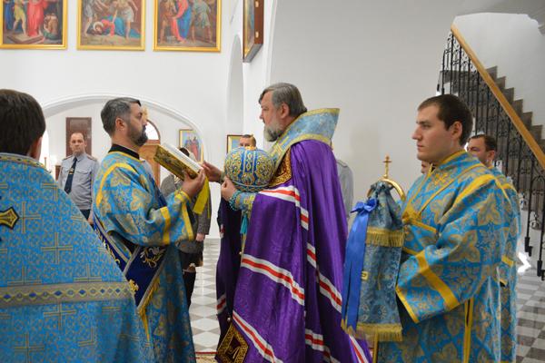 Архиепископ Благовещенский и Тындинский Лукиан совершил молебен о сотрудниках уголовно-исполнительной системы