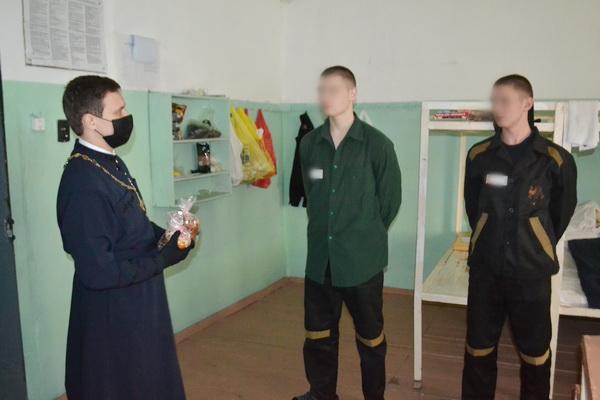 Священнослужитель поздравил с Пасхой несовершеннолетних, находящихся в СИЗО-1