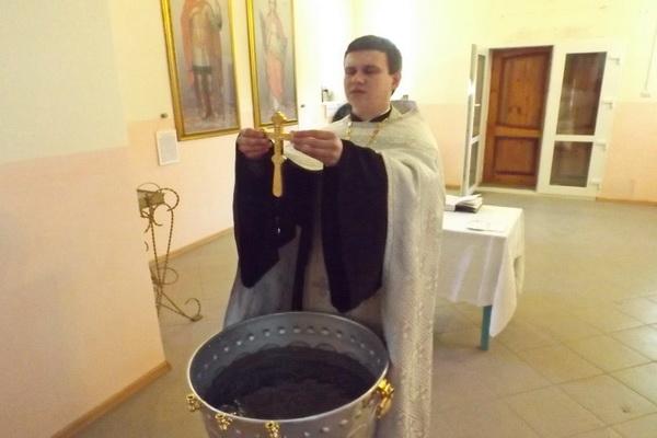 На Крещение в колониях и СИЗО Амурской области совершили чин освящения воды